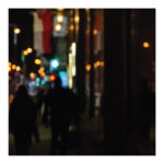 Zdjęcie, bokeh, światła miasta, noc, ludzie, fot. Dorota Raczyńska